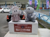 JR鳴門駅 うすじおくん・うずひめちゃん像
