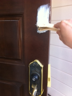 玄関ドアペンキ塗り