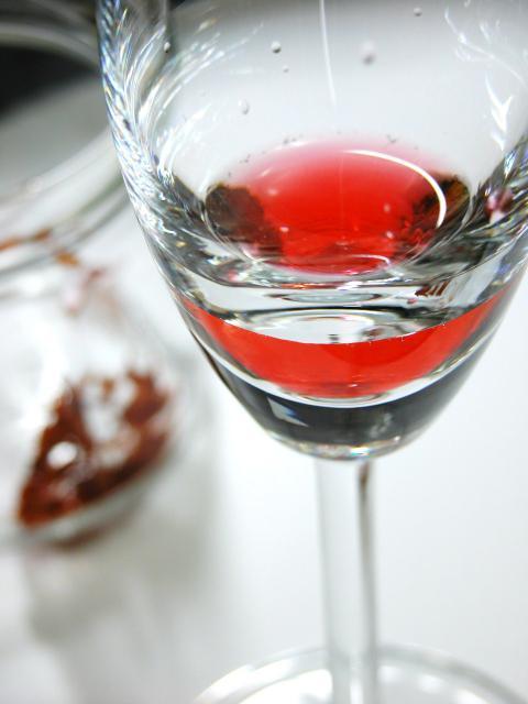 弓の材料ペルナンブーコから抽出される美しい赤。