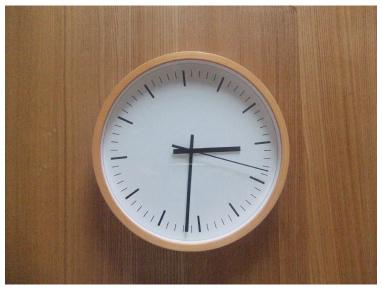 無印の掛時計を買いました。ブナ材のウォールクロックです。 寝室では、いつも携帯のアラームで起きているので時間も携帯でチェックしているのですが、掛時計もあった  ...
