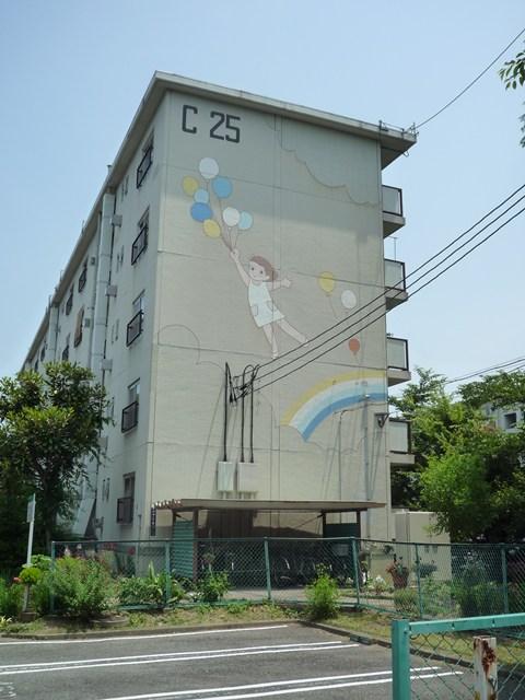 塗替え前の公団寝屋川団地風船少女壁画