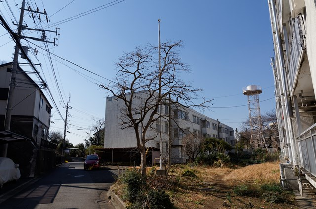 神奈川県営柏尾団地の住棟と給水塔