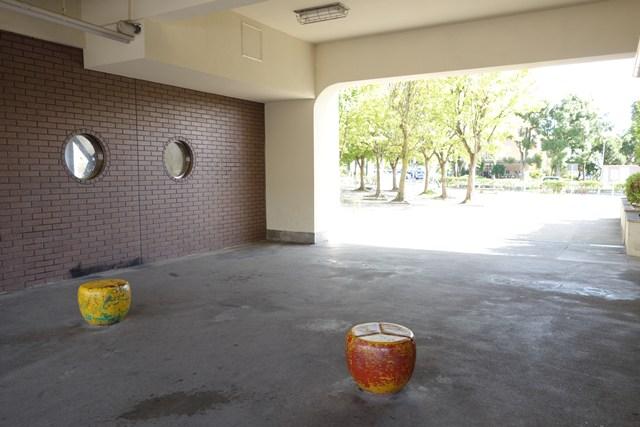 公団寝屋川団地商店棟のピロティ