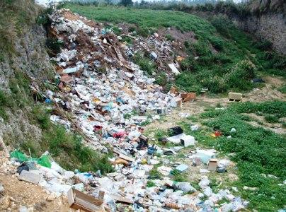 ゴミ不法投棄