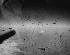 ドイツ上空で対空砲火を受けているB17