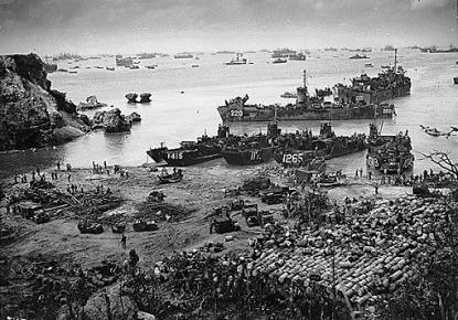 沖縄の海上を埋め尽くす米艦隊