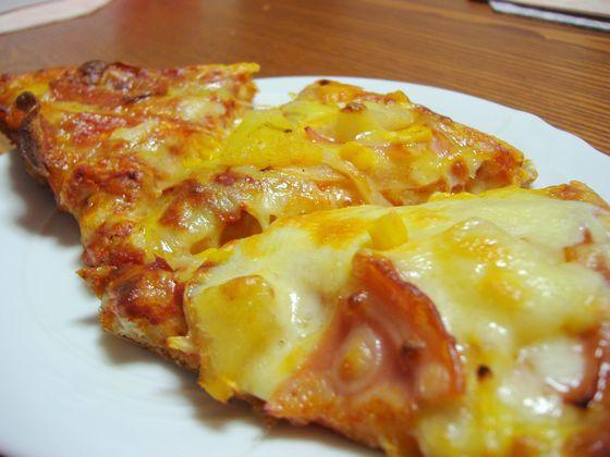 トースターで焼いたピザ