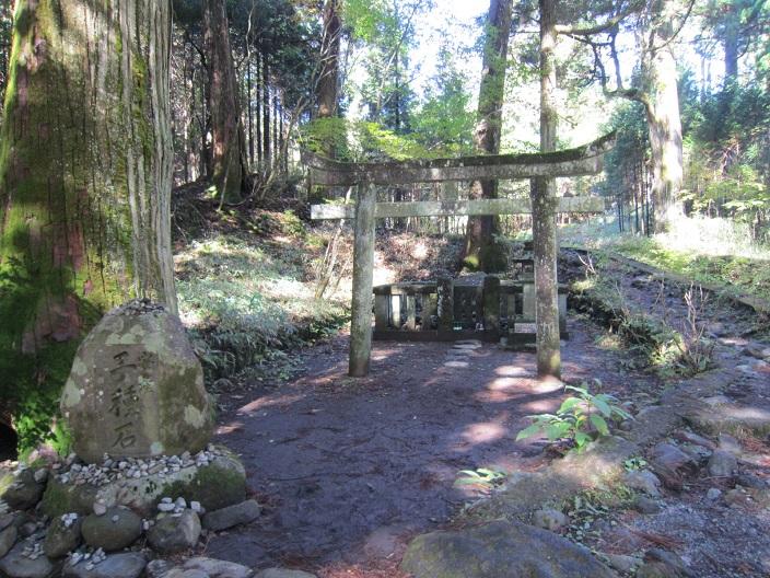瀧尾神社子種石