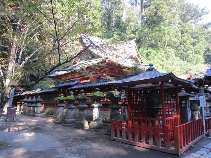 二荒山神社 本殿と化灯籠