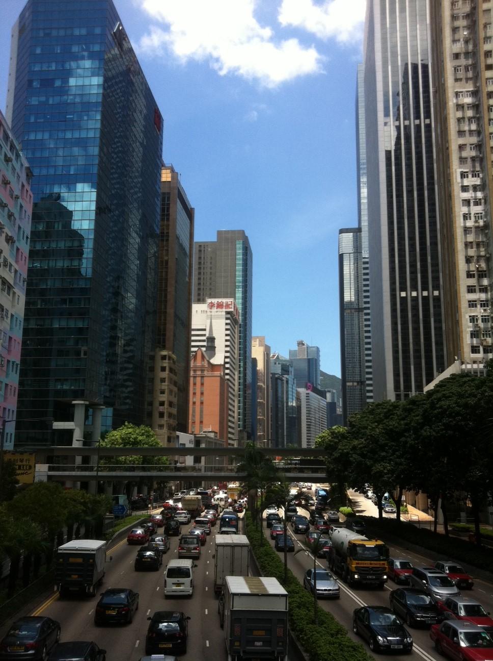 帰国先の街の写真が届きました~。海外の大都会にお住まいです。バリ島は大違いですね~。