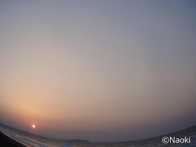 3月のある日の茅ヶ崎の朝陽、夕陽
