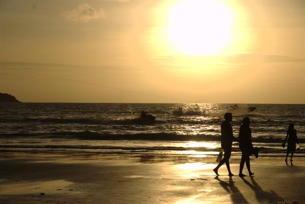 '10年8月プーケット -パトンビーチの夕日-