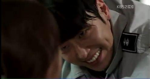 強力班第13話、14話でサイコパス(変質者)チ・ヒョンホの役を