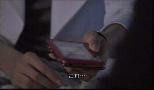 神男2319 マイケルに証拠の入ったスマホを渡すボベ
